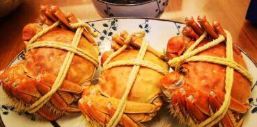 大闸蟹可以和梨一起吃吗?