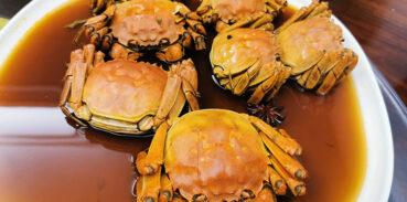 大闸蟹花雕好吃还是清蒸